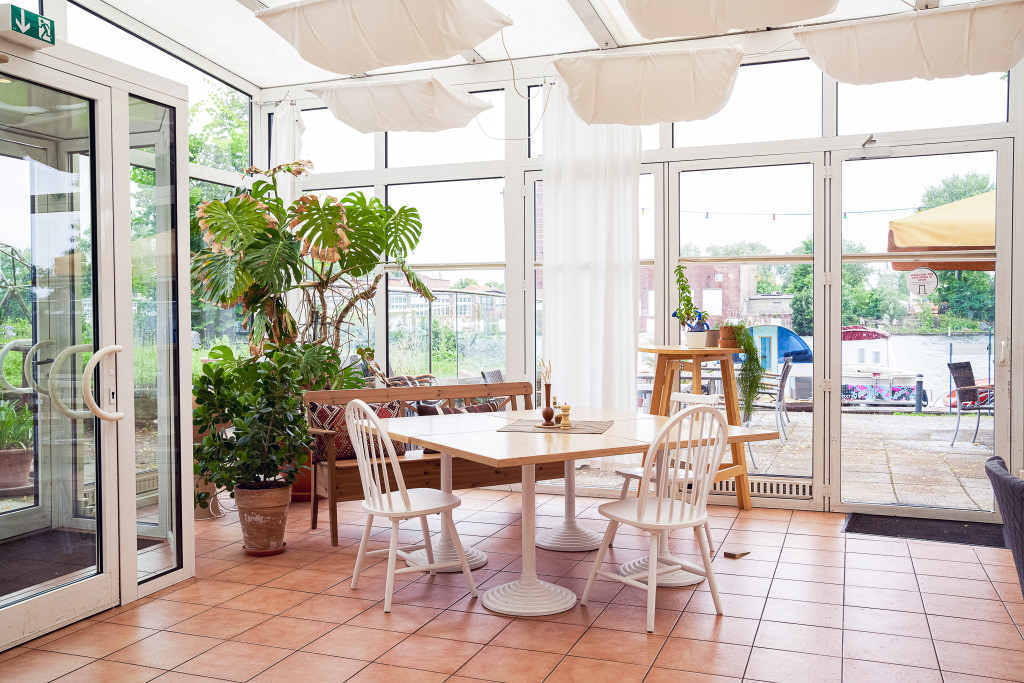 Dining table in the conservatory at the Berlin campus of WBS CODING SCHOOL.