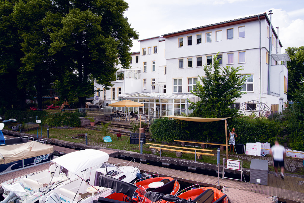 Riverside exterior shot of the WBS Coding Campus Berlin.